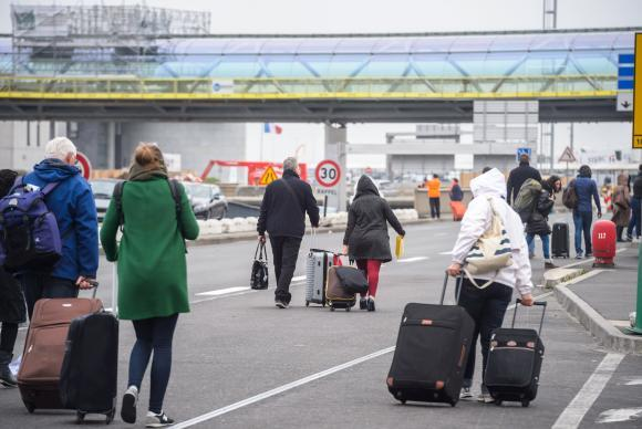 epa05855965 Passengers evacuated from Orly airport walk on a road at Orly airport, near Paris, France, 18 March, 2017. According to news reports a person has been shot by Operation Sentinelle anti-terror patrol soldiers