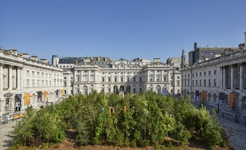 """<span class=""""caption"""">Somerset House is an example of enlightenment architecture, which precluded greenery which was believed to obscure its strong lines and go against 'reason'.</span> <span class=""""attribution""""><span class=""""source"""">Ed Reeve</span></span>"""