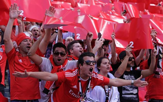 Benfica fans cheer their team in Lisbon on May 15, 2016 (AFP Photo/Jose Manuel Ribeiro)