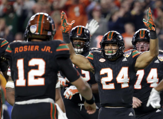 "Both <a class=""link rapid-noclick-resp"" href=""/ncaaf/players/240751/"" data-ylk=""slk:Malik Rosier"">Malik Rosier</a> and Travis Homer (24) are back in 2018. (AP Photo/Lynne Sladky)"