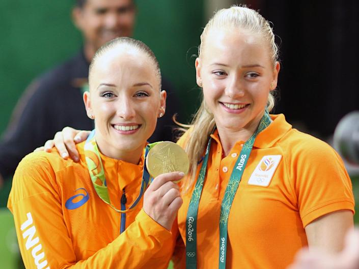Sanne Wevers and twin sister Lieke Wevers at the 2016 Olympics