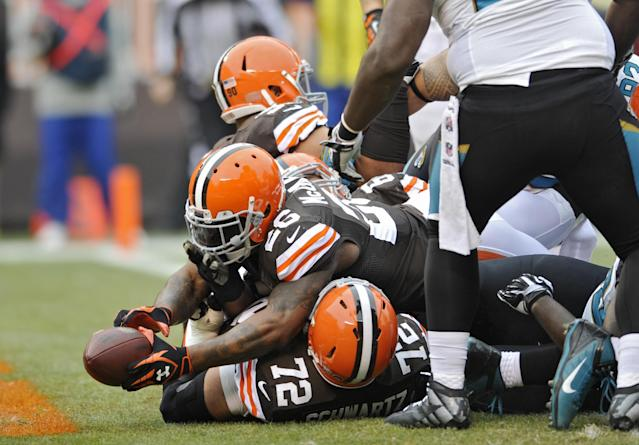 Cleveland Browns running back Willis McGahee (26) stretches into the end zone on a 1-yard touchdown run against the Jacksonville Jaguars in the fist quarter of an NFL football game on Sunday, Dec. 1, 2013, in Cleveland. (AP Photo/David Richard)