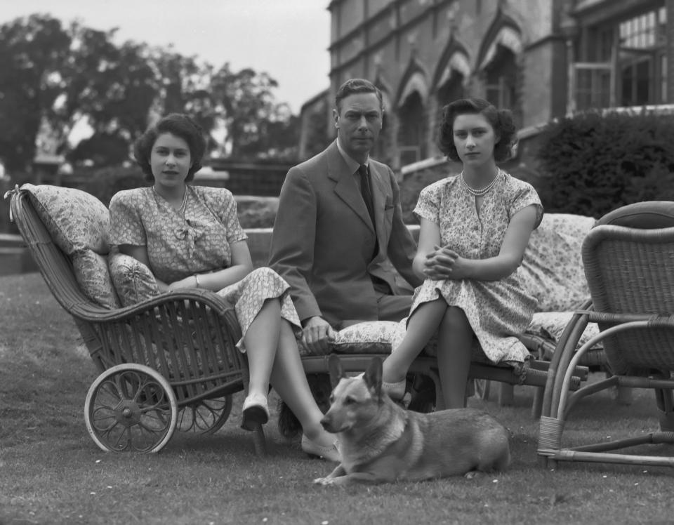 Princess Elizabeth, King George IV, Princess Margaret and Susan the corgi in 1946. Image via Getty Images.