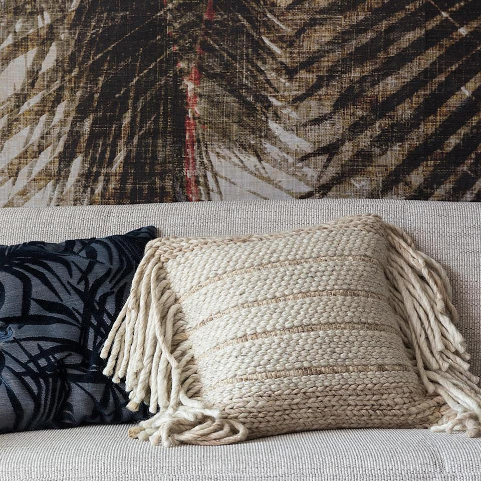 """<p>Zuiver, 45€ </p><br/><a target=""""_blank"""" href=""""https://www.zuiver.com/collection/fringe-pillow/"""">Acheter</a>"""