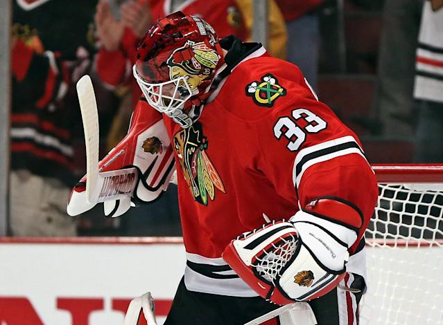 Scott Darling 'rock solid' in first playoff win, Blackhawks take series lead 2-1
