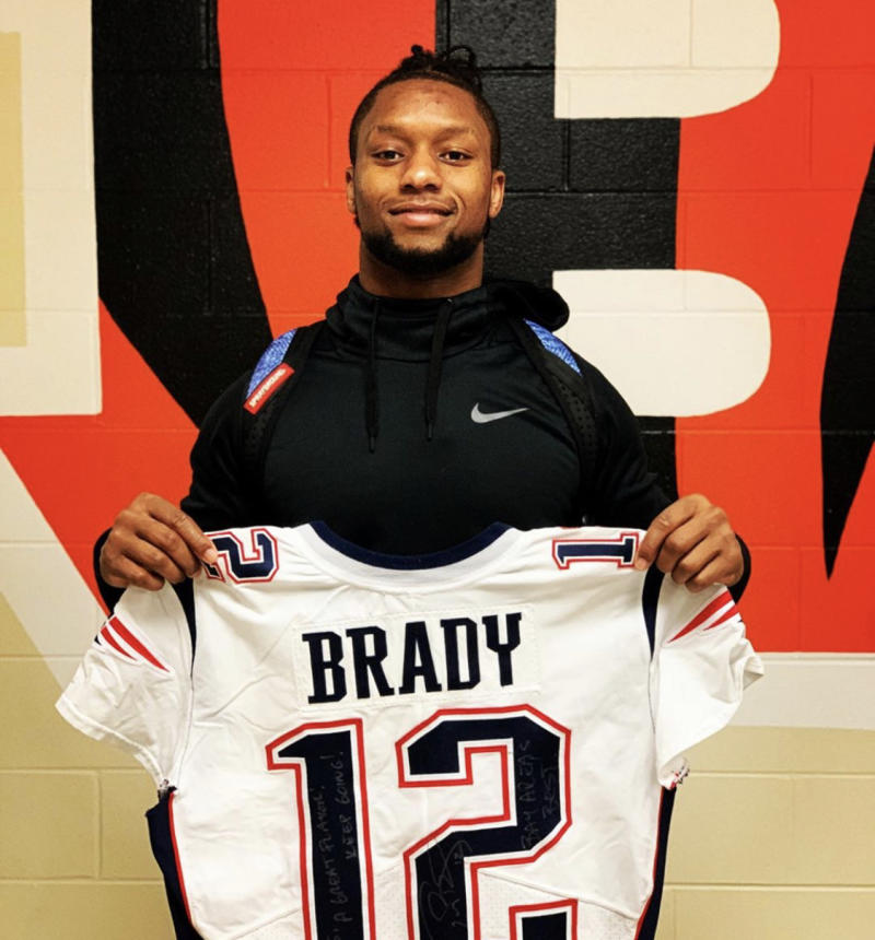 Joe Mixon and his new Brady jersey. (Mixon/Instagram)