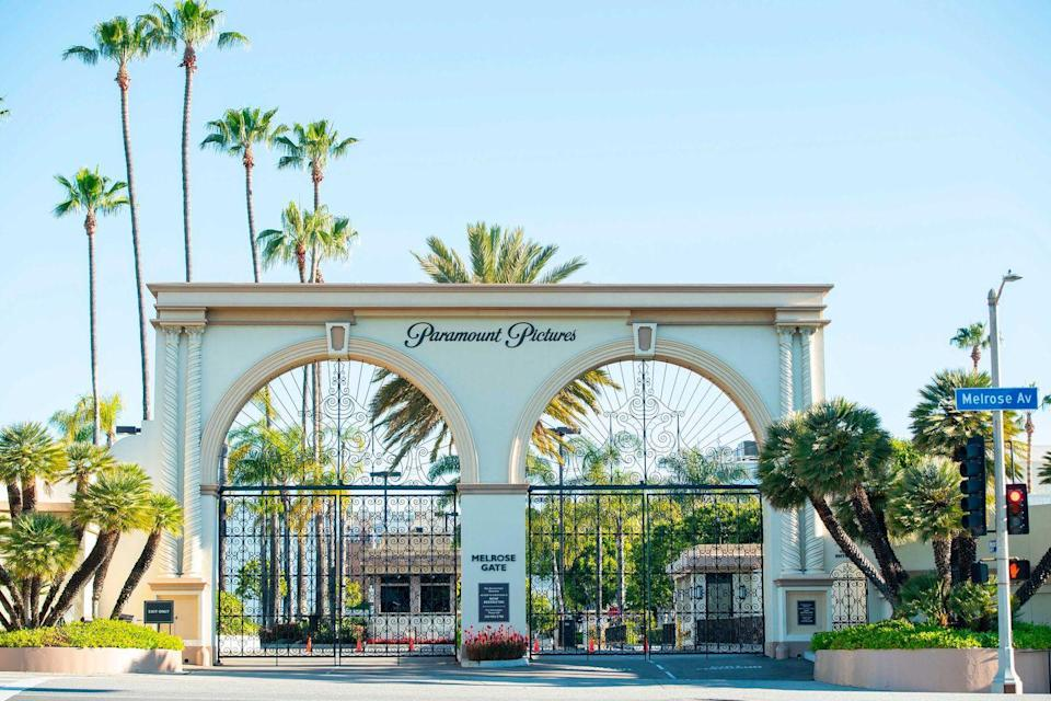 """<p>While you may not be able to experience the warm weather firsthand, you can <a href=""""https://www.discoverlosangeles.com/meetla/virtual-tour"""" rel=""""nofollow noopener"""" target=""""_blank"""" data-ylk=""""slk:experience Los Angeles"""" class=""""link rapid-noclick-resp"""">experience Los Angeles</a> like never before. Assume your role as L.A.'s newest tour guide and take your children to over 40 locations, all virtually of course. </p><p>For those interested in the film industry, you can take a virtual tour of <a href=""""https://www.xplorit.com/los-angeles/paramount-studios/fountain"""" rel=""""nofollow noopener"""" target=""""_blank"""" data-ylk=""""slk:Paramount Pictures"""" class=""""link rapid-noclick-resp"""">Paramount Pictures</a> and <a href=""""https://www.xplorit.com/los-angeles/warner-bros-studios/stage-48-exterior"""" rel=""""nofollow noopener"""" target=""""_blank"""" data-ylk=""""slk:Warner Bros. Studios"""" class=""""link rapid-noclick-resp"""">Warner Bros. Studios</a> where you'll even be greeted by staff in a welcome video. Other experiences include iconic sites of L.A. from the <a href=""""https://www.xplorit.com/los-angeles/santa-monica-pier/pacific-park-exterior"""" rel=""""nofollow noopener"""" target=""""_blank"""" data-ylk=""""slk:Santa Monica Pier"""" class=""""link rapid-noclick-resp"""">Santa Monica Pier</a> to museums like <a href=""""https://www.xplorit.com/los-angeles/the-getty/grand-view"""" rel=""""nofollow noopener"""" target=""""_blank"""" data-ylk=""""slk:The Getty Center"""" class=""""link rapid-noclick-resp"""">The Getty Center</a> and <a href=""""https://www.xplorit.com/los-angeles/petersen-automobile-museum/precious-metals-gallery"""" rel=""""nofollow noopener"""" target=""""_blank"""" data-ylk=""""slk:Petersen Automotive Museum"""" class=""""link rapid-noclick-resp"""">Petersen Automotive Museum</a>. </p>"""