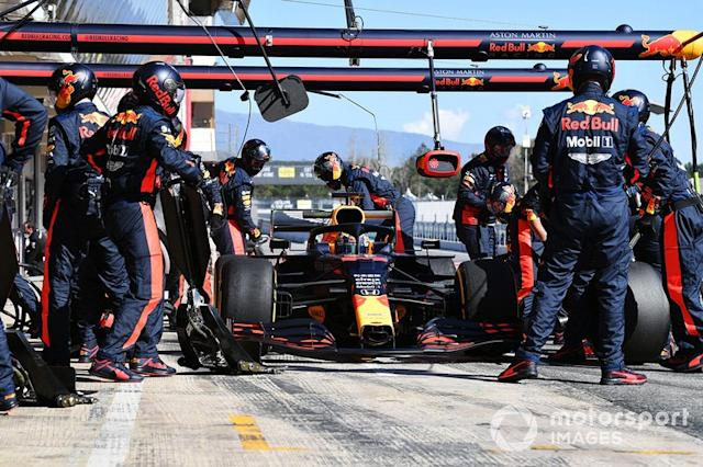 """Max Verstappen, Red Bull Racing RB16 pit stop <span class=""""copyright"""">Mark Sutton / Motorsport Images</span>"""