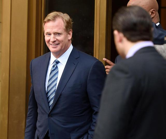 """NFL Commissioner Roger Goodell leaves the Federal District Courthouse August 12, 2015 in New York. Brady and NFL. Goodell and New England Patriots quarterback Tom Brady met with Judge Richard M. Berman who questioned both sides about Brady's four-game suspension for his role in the """"deflate-gate"""" scandal after the NFL decided Brady was aware that the balls were deflated in the first half of the Super Bowl final in January 2015. AFP PHOTO / DON EMMERT (AFP Photo/DON EMMERT)"""