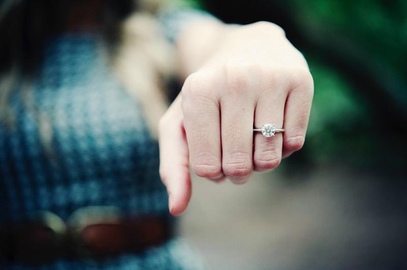 A Texas-based jeweler is teaming up with a local gun dealer to offer a free rifle or shotgun to customers who buy a diamond engagement ring. (Photo: Getty)