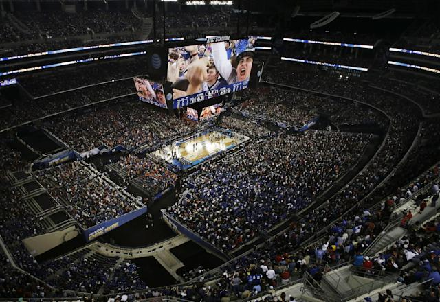 Connecticut fans and players celebrate after the team beat Florida 63-53 at their NCAA Final Four tournament college basketball semifinal game Saturday, April 5, 2014, in Arlington, Texas. (AP Photo/David J. Phillip)