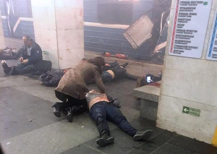 <p>Blast victims lie near a subway train hit by a explosion at the Tekhnologichesky Institut subway station in St.Petersburg, Russia, Monday, April 3, 2017. The subway in the Russian city of St. Petersburg is reporting that several people have been injured in an explosion on a subway train. (www.vk.com/spb_today via AP) </p>