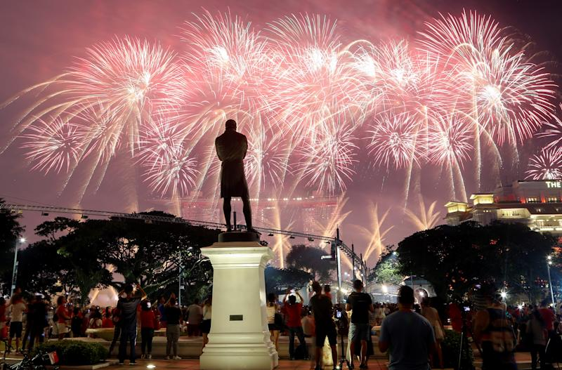 A statue of Sir Stamford Raffles is seen as spectators watch fireworks explode during Singapore's 54th National Day Parade in Singapore August 9, 2019. REUTERS/Feline Lim