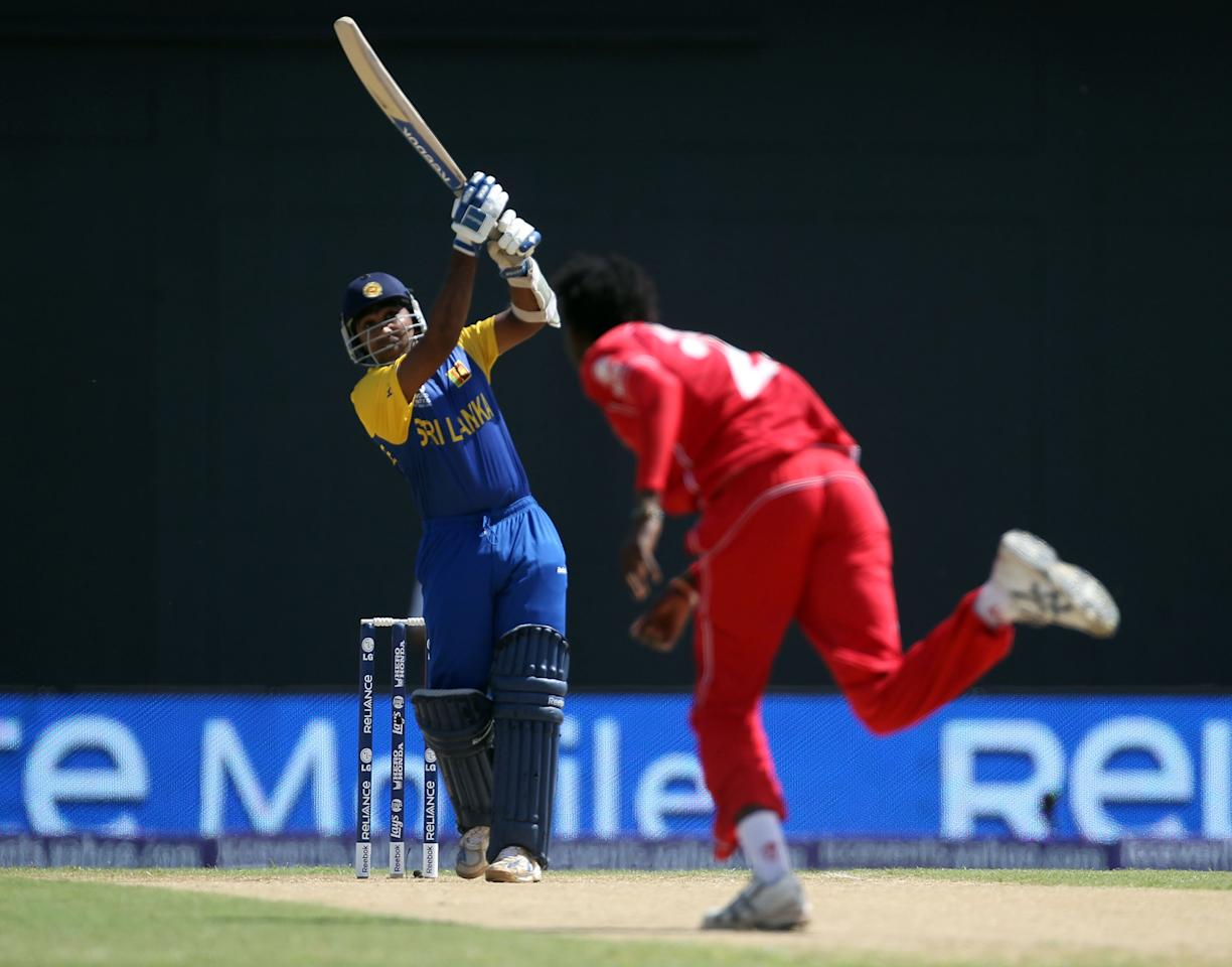 PROVIDENCE, GUYANA - MAY 03:  Mahela Jayawardene of Sri Lanka hits a six during the ICC T20 World Cup Group B match between Sri Lanka and Zimbabwe at the Guyana National Stadium Cricket Ground on May 3, 2010 in Providence, Guyana.  (Photo by Clive Rose/Getty Images)