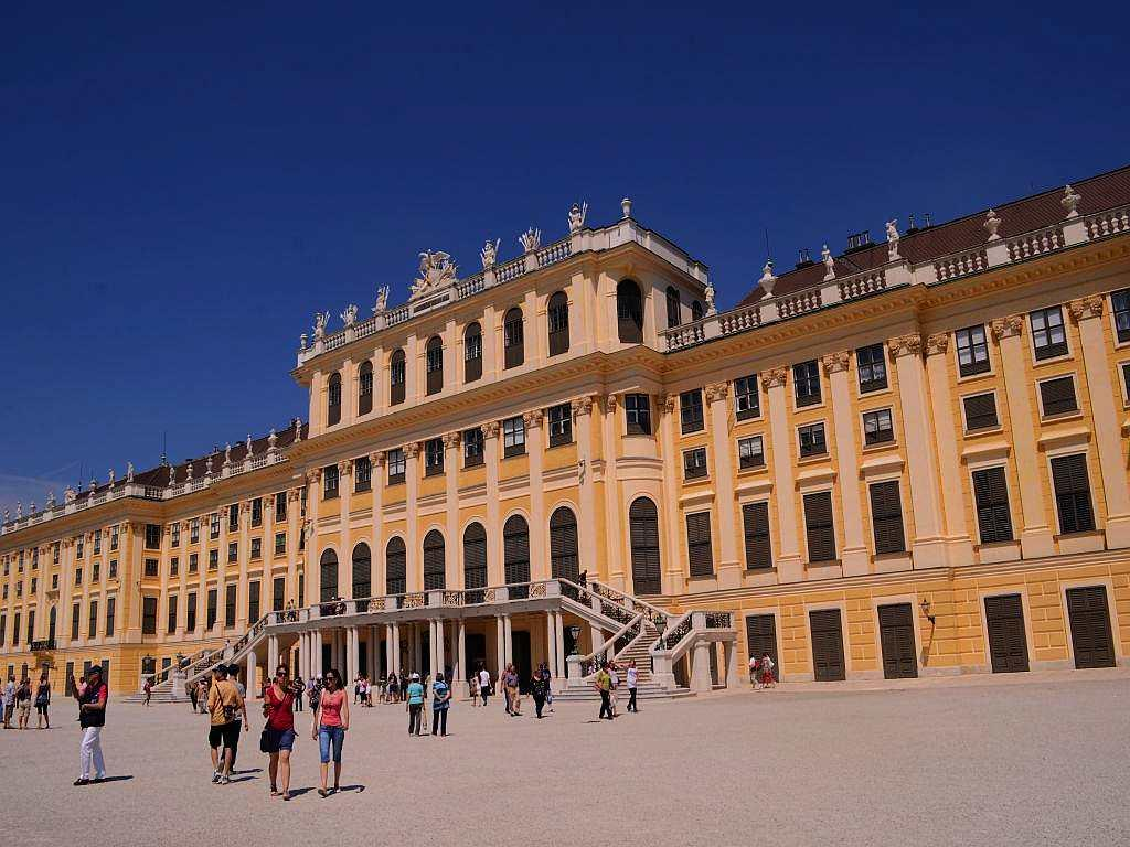 I step into a royal world as I enter the portals of the Schonbrunn palace, the summer palace of the Habsburg dynasty that ruled Austria and Hungary from the 15th to 18th centuries.