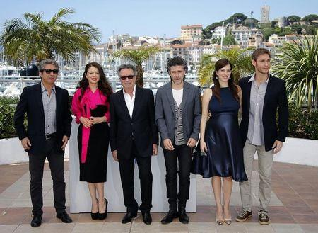 """Cast members Ricardo Darin, Erica Rivas, Oscar Martinez, Leonardo Sbaraglia, Maria Marull and director Damian Szifron pose during a photocall for the film """"Relatos salvajes"""" in competition at the 67th Cannes Film Festival in Cannes"""