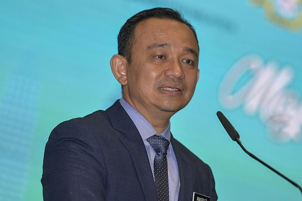 Maszlee Malik and six other Opposition MPs said the Education Ministry was making decisions too hastily. — Picture by Miera Zulyana