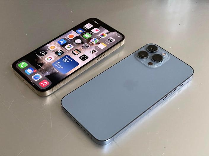 Spot the difference: Apple iPhone 13 pro (left), Apple iPhone 13 pro  (right) (David Phelan)