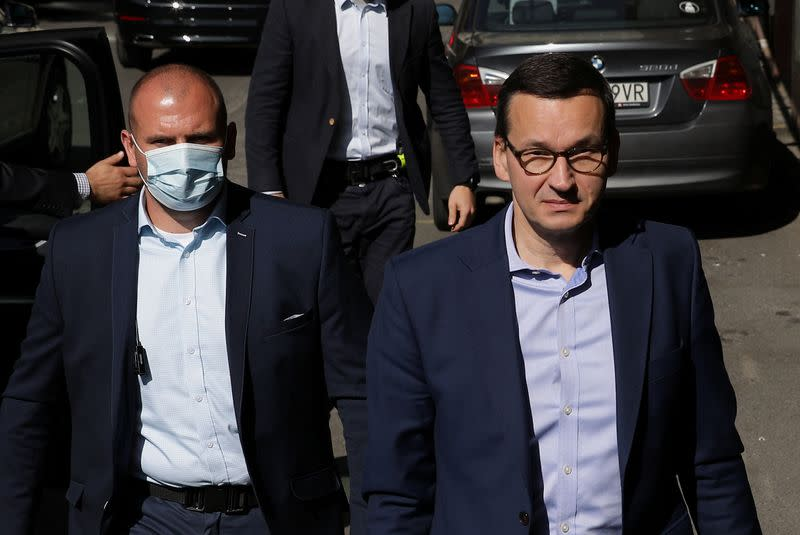 Polish ruling party leaders meet amid coalition tensions