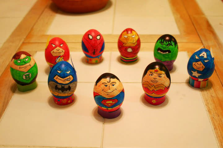 Iron Man, Superman, and Spider-Man, oh my! Charles Apple took on a truly Herculean task when he decided to have the Justice League and the Avengers join forces for a slew of seriously super eggs. See his step-by-step process here .