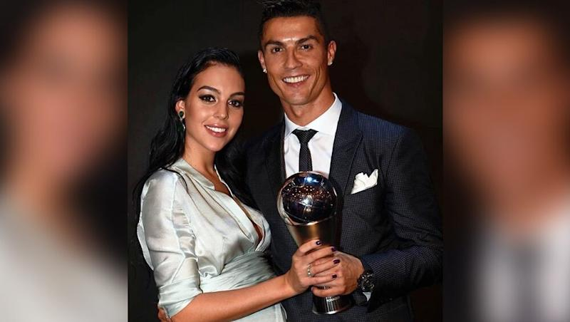 Cristiano Ronaldo's Girlfriend Georgina Rodriguez Covers her Tummy & Flaunts her Stunning Ring in Recent Selfie, Sparks Engagement & Pregnancy Rumours