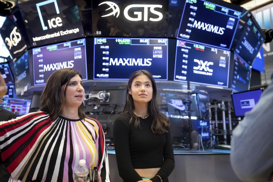 In this photo provided by the New York Stock Exchange, U.S. Open tennis women's singles champion Emma Raducanu, right, of Britain, visits the New York Stock Exchange and tours the trading floor Tuesday, Sept. 14, 2021, in New York. (Nicole Pereira/New York Stock Exchange via AP)