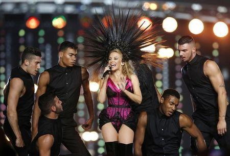Australian singer Kylie Minogue performs during the closing ceremony of the 2014 commonwealth games at Hampden Park in Glasgow, Scotland August 3, 2014. REUTERS/Jim Young