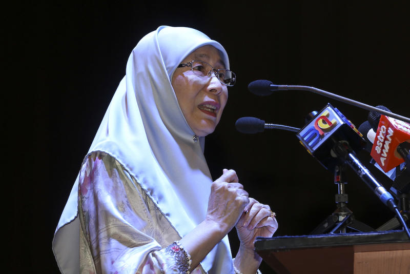 Deputy Prime Minister, Datuk Seri Dr Wan Azizah Wan Ismail delivers her speech during the National Council of Women's Organisation's (NCWO) annual dinner in Kuala Lumpur August 24, 2018. — Picture by Azneal Ishak