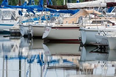 Brush up on some best practices when it comes to boating safely.