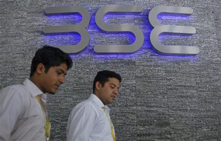 Employees walk out of the Bombay Stock Exchange (BSE) building in Mumbai August 22, 2013. REUTERS/Danish Siddiqui