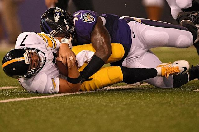 Quarterback Ben Roethlisberger of the Pittsburgh Steelers is sacked by outside linebacker Courtney Upshaw of the Baltimore Ravens at M&T Bank Stadium on September 11, 2014 in Baltimore, Maryland (AFP Photo/Patrick Smith)