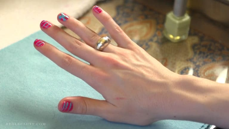 How to do a checkboard manicure for spring