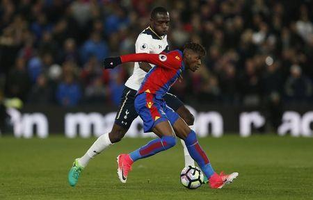 Britain Soccer Football - Crystal Palace v Tottenham Hotspur - Premier League - Selhurst Park - 26/4/17 Crystal Palace's Wilfried Zaha in action with Tottenham's Moussa Sissoko Action Images via Reuters / Matthew Childs Livepic