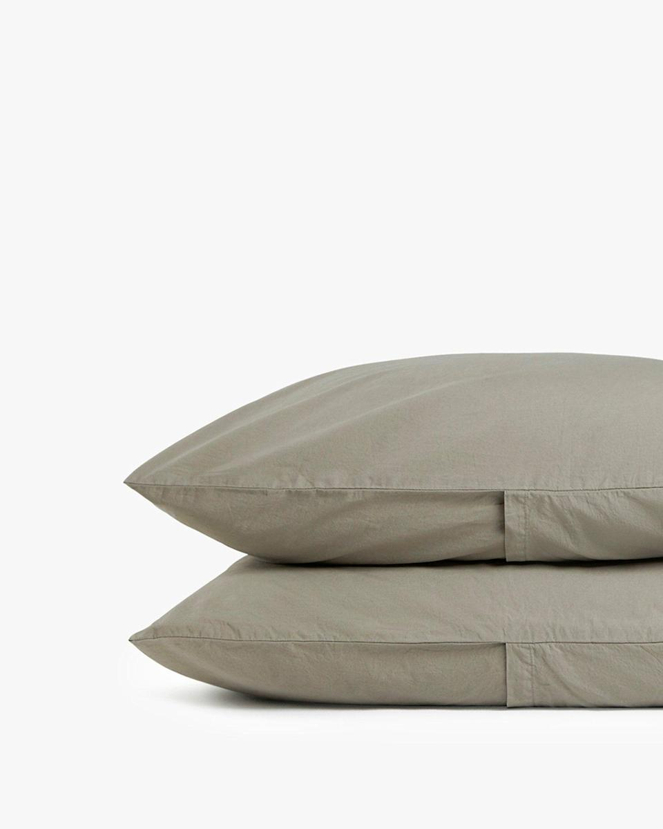 """<p><strong>Parachute Home</strong></p><p>parachutehome.com</p><p><strong>$47.00</strong></p><p><a href=""""https://go.redirectingat.com?id=74968X1596630&url=https%3A%2F%2Fwww.parachutehome.com%2Fproducts%2Fbrushed-cotton-pillowcase-set&sref=https%3A%2F%2Fwww.cosmopolitan.com%2Flifestyle%2Fg33984905%2Fparachute-secret-sale-section%2F"""" rel=""""nofollow noopener"""" target=""""_blank"""" data-ylk=""""slk:SHOP NOW"""" class=""""link rapid-noclick-resp"""">SHOP NOW</a></p><p><strong><del>$49 - $59</del> $39 - $47 (25% off)<br><br></strong>Let's be honest: A pillow is just as good as the fabric its placed inside. Made with a soft, brush cotton, this option is the bedding equivalent of your favorite t-shirt. </p>"""
