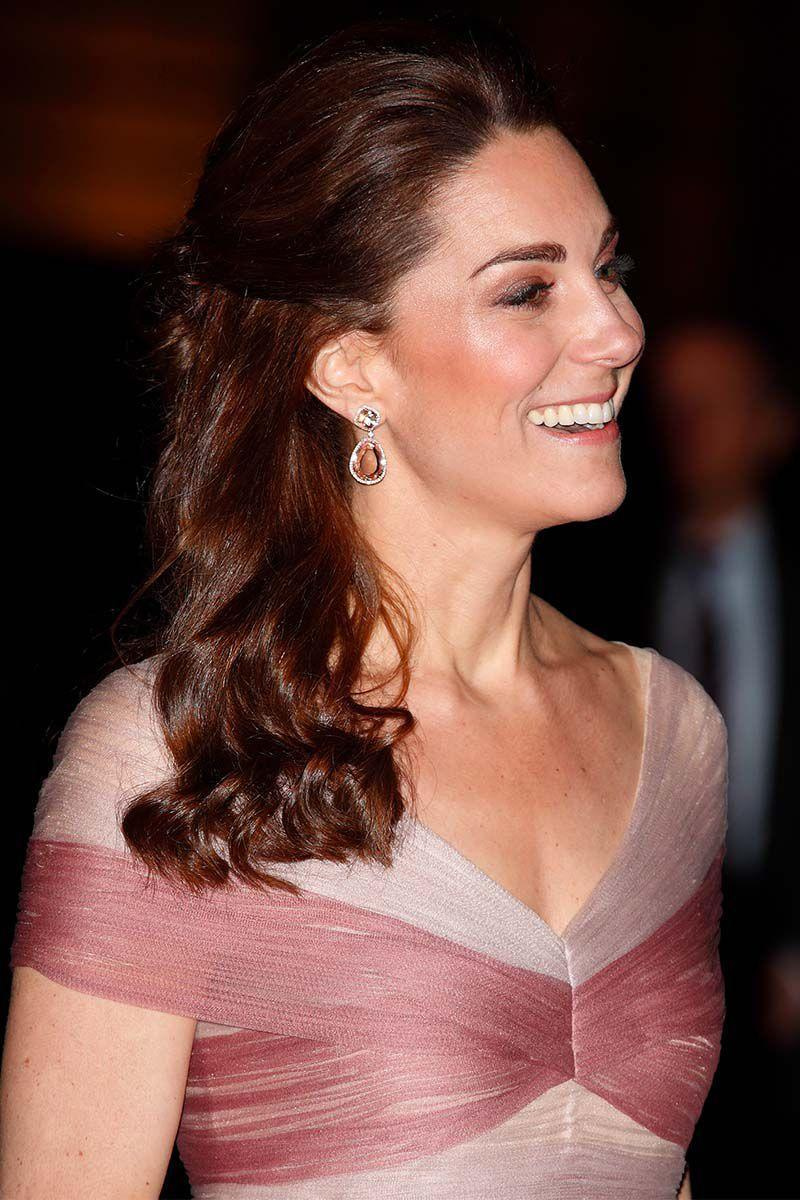 <p>The Duchess of Cambridge pulled her loose curls back into a half-up half-down hairstyle for the 100 Women In Finance Gala Dinner.</p>