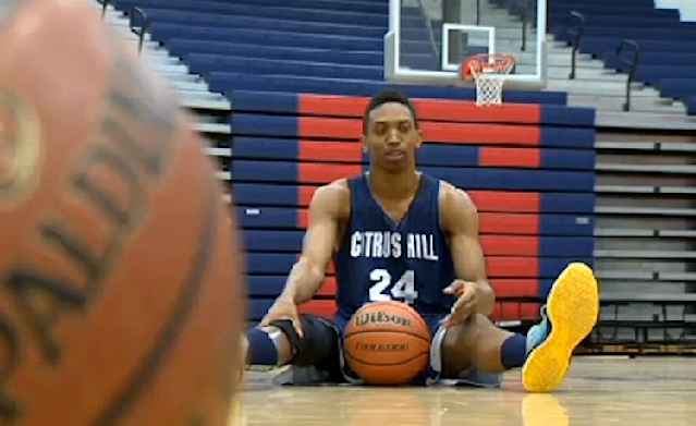 Joe Richard starts for California's Citrus Hill High despite playing basketball on a prosthetic leg -- CBS Los Angeles
