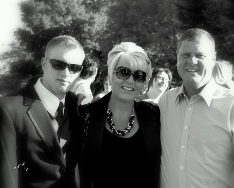 From left to right: Dillion, Lisa and Jeff Naslund (Lisa Naslund)