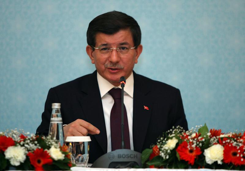 Turkish Prime Minister Ahmet Davutoglu gives a press conference on December 18, 2014 in Ankara (AFP Photo/)