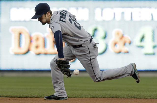 Seattle Mariners second baseman Nick Franklin bobbles a Detroit Tigers' Don Kelly ground ball in the first inning of a baseball game in Detroit, Wednesday, Sept. 18, 2013. Kelly was safe at first base. (AP Photo/Paul Sancya)