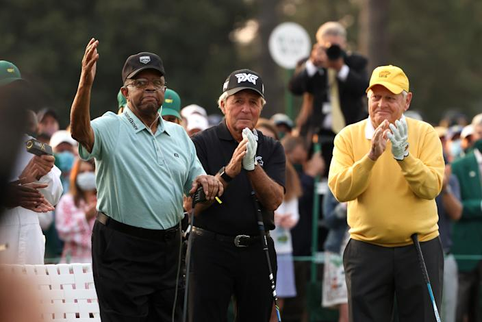 Lee Elder salutes Augusta National as Gary Player, Jack Nicklaus cheer him on. (Photo by Kevin C. Cox/Getty Images)