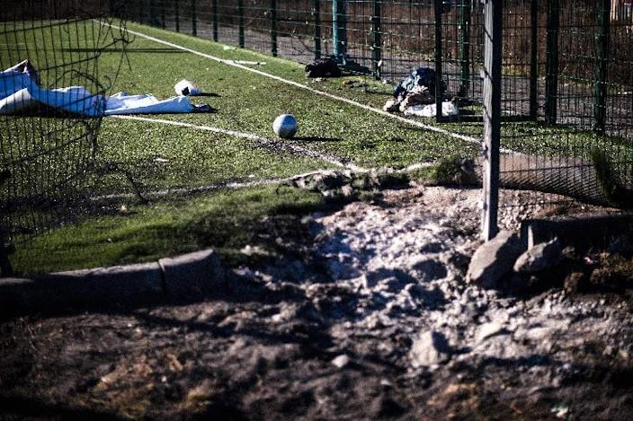 Ukraine's tattered ceasefire came under new strain as two teenagers were killed during fresh shelling of the Kuybeshevski district of Donetsk, on November 5, 2014 (AFP Photo/Dimitar Dilkoff)