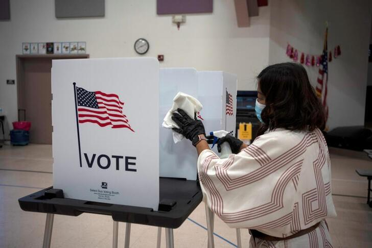 FILE PHOTO: Voters cast their ballot in New Mexico primary
