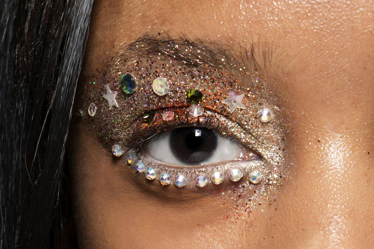 <p>After being in a no-makeup-make-up rut for what seems like the past decade, finally for SS20 we're back to embracing the bling – in every way possible. </p><p>Here are the tips and tricks to getting that diamond-blinding shine, or as RiRi says, how to shine bright like a diamond...</p>