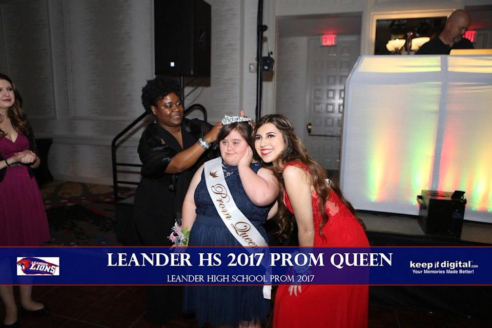 Keilany Solano handed over her sash and tiara to her classmate Abby Cano on prom night. (Photo: Twitter/Keepitdigital.com)