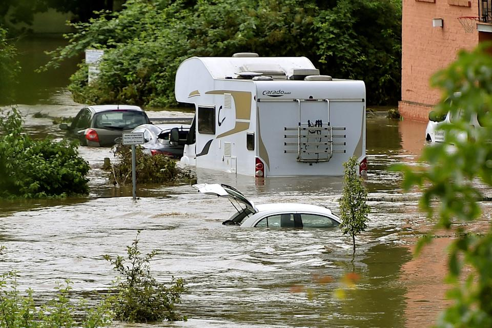 Ruhrauen near Heves and Herbede, as well as parts of the road In der Lake, were flooded after continuous rain on Thursday.