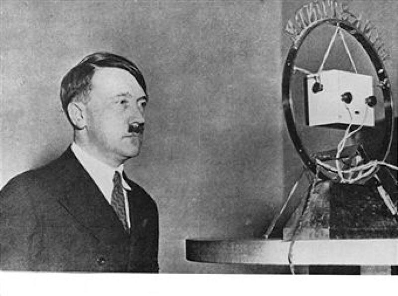 Germany - 20th century - Adolf Hitler (1889-1945) - Hitler delivers a radio speech to German people (1933)