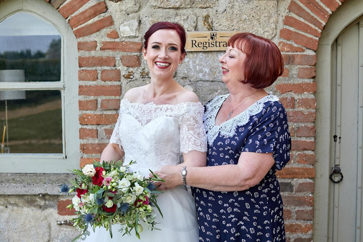 Eleanor Howie on her wedding day with her mother Elizabeth who was diagnosed with breast cancer when aged 30 (Karen Fuller)