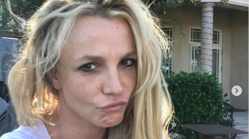 Please Welcome Britney Spears Into The 'No Makeup Monday' Club