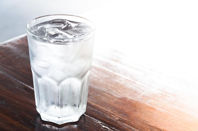 """Drinking cold water can <a href=""""https://www.medicalnewstoday.com/articles/326235#tips-to-reduce-body-temperature"""" target=""""_blank"""" rel=""""noopener noreferrer"""">help reduce</a> your body heat. Dehydration is more likely when it's hot out, so a cold glass of water can do wonders."""