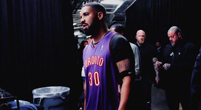 Drake wore Dell Curry's Raptors jersey in an effort to troll Golden State Warriors star Steph Curry ahead of Game 1 of the NBA Finals. (Kishan Mistry/Yahoo Sports Canada)